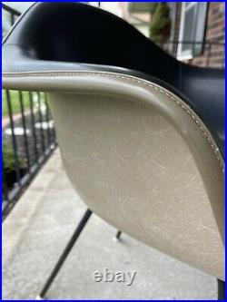 1x Herman Miller Eames Fiberglass Arm Shell Chair Rare Black Girard Fabric Seat