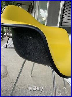 Herman Miller Eames Fiberglass Arm Shell Chair Rare Yello + Black Great Shape