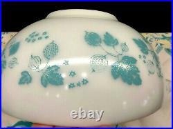 Pyrex JAJ Rare Turquoise Gooseberry 443 Cinderella Bowl