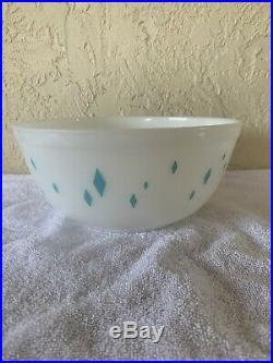 RARE HTF Vintage Pyrex Aqua Turquoise Blue DIAMOND 2 Quart Bowl Late 1950's