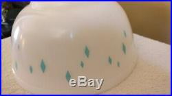 RARE Vintage PYREX Aqua Turquoise Blue DIAMOND 2 Quart Bowl Late 1950's