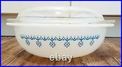 Rare Pyrex Snowflake Blue 024 2 qt round casserole with flat top lid