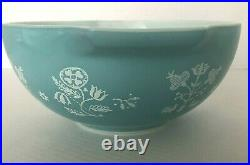Vintage Pyrex Turquoise Needlepoint 443 Cinderella Bowl 2.5 Qt Rare Hard to Find